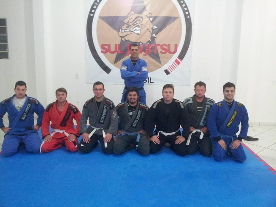 Jairo Teixeira com sua turma de Jiu-Jitsu