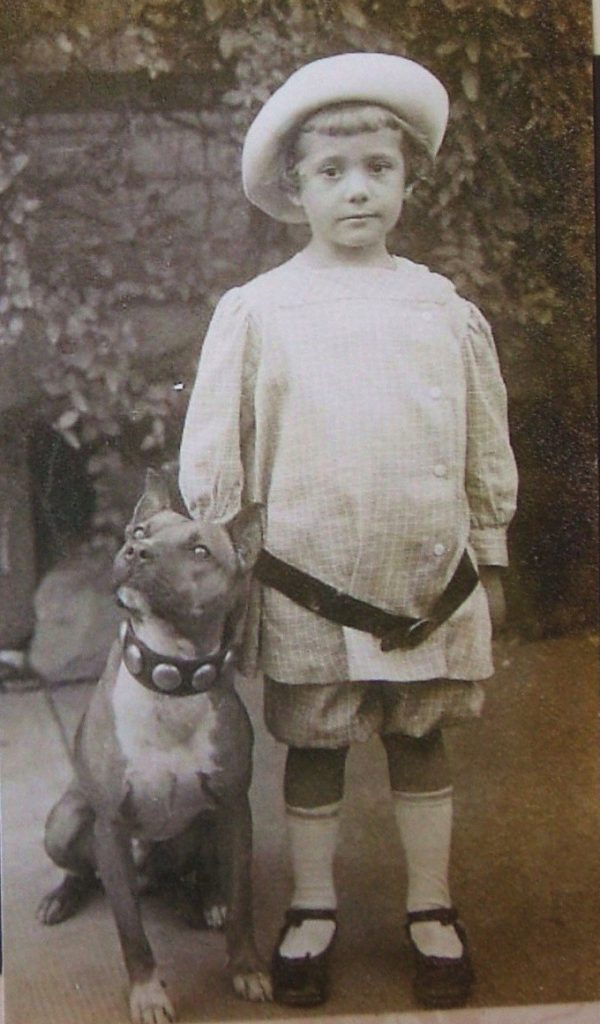 old-photo-pit-bull-and-child-02